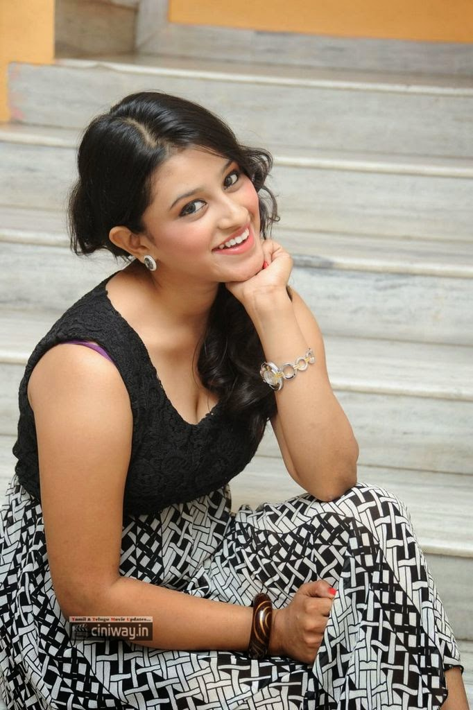 Actress-Priya-Anduluri-Stills-at-Prema-Geema-Jantha-Nai-Success-Meet