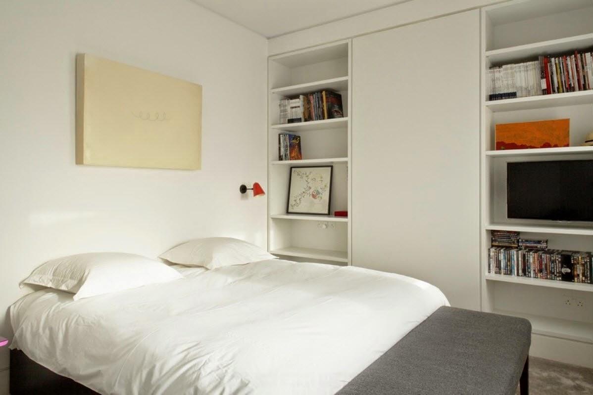 Ruang Tidur Minimalis Dengan Rak Buku Di dalamnya