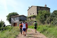 Seguint el recorregut, la primera casa que trobem és La Caseta pertanyent al veïnat del Casó del municipi de Montclar