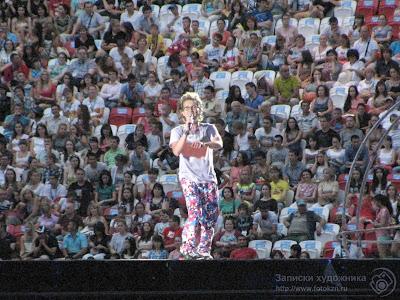 Разогрев публики перед началом церемонии открытия