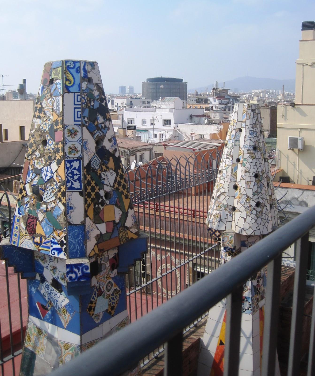 Desde mi ventana chimeneas de gaudi en el palau guell - Chimeneas barcelona ...