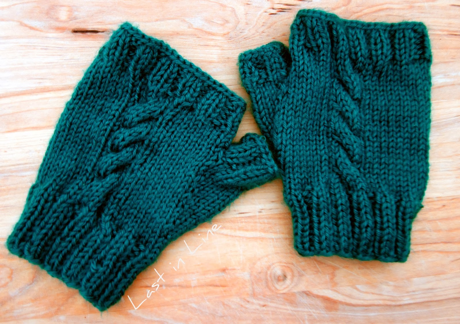 Forever Last In Line: Knit Some Cozy Mitts: Free Pattern