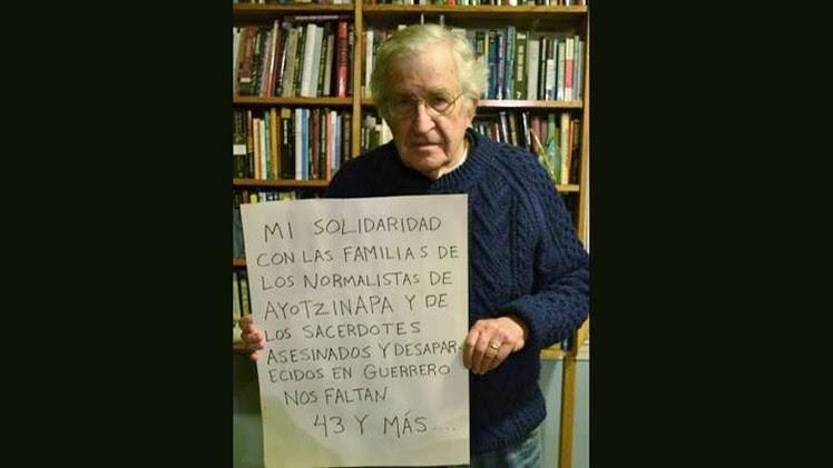 """""""Nos faltan 43 y más"""": Chomsky se solidariza con los estudiantes de Ayotzinapa"""