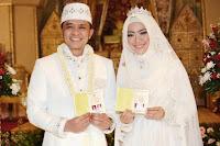 Gaun Pengantin Warna Putih Oki Setiana Dewi