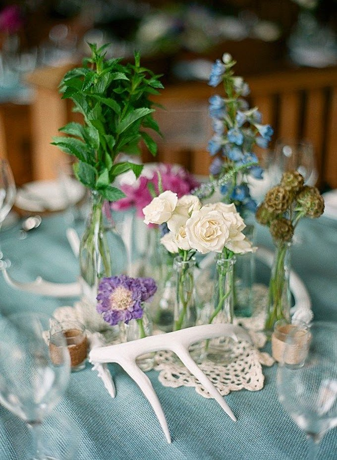 10 Country Chic and Rustic Wedding Tablescapes - Antler Decorations