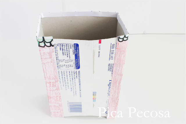 tutorial-como-hacer-casa-muñecas-con-carton-reciclado-packs-yogures-diy-paso-cinco