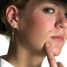 Gambar wanita dengan Tahi Lalat di Kulit pipi