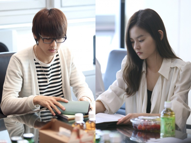 "Jung Yong Hwa & Park Shin Hye di drama ""You're Into Me"" membaca"