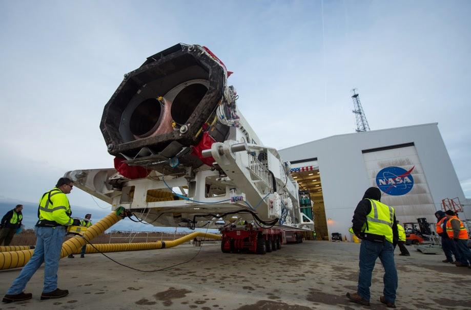 Ракету Антарес готовят к старту к МКС 5 января 2014 года