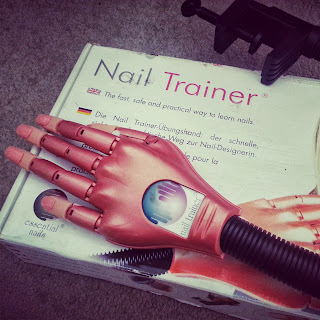 essential-nail-trainer-hand