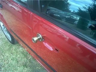 Curioso pomo en la puerta del coche - FAIL