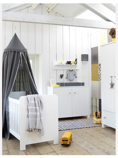 Un nouveau regard chambre enfant une touche de jaune - Chambre jaune blanc ...