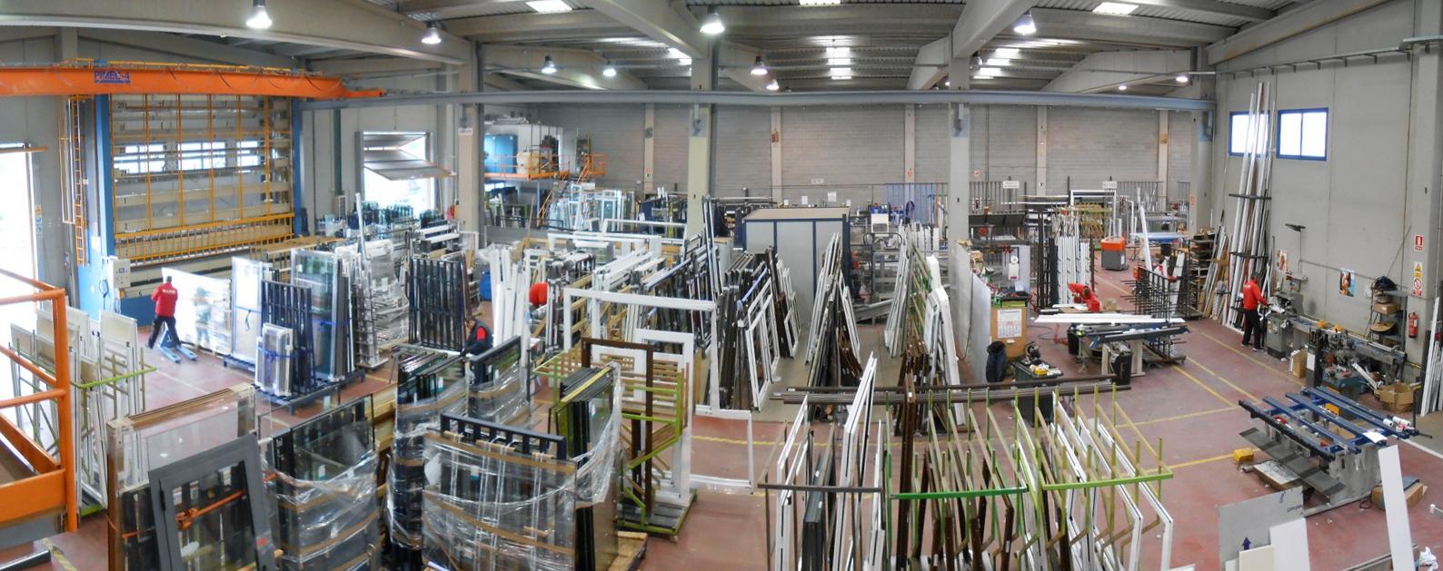 Fabricante de ventanas de aluminio for Fabrica de puertas de aluminio