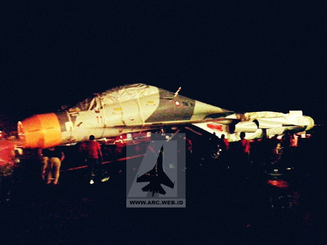 Pesawat Sukhoi SU-30 MK2