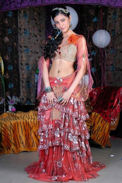 Actress Shruthi Hassan Navel Show Photos