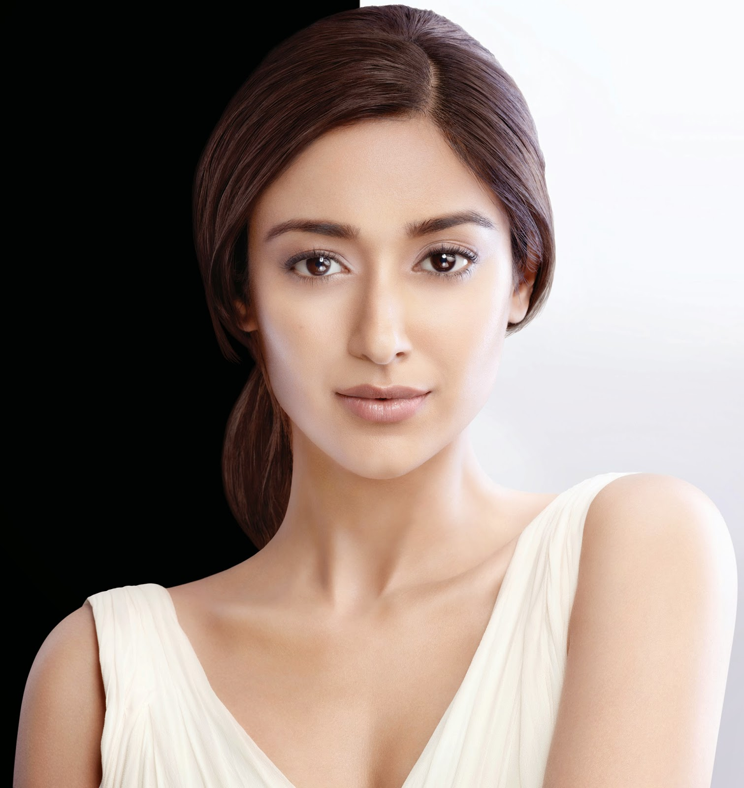 Ileana Dcruz - Face of Pond's White Beauty Anti-Spot Fairness Range (Products, Price and Pictures )