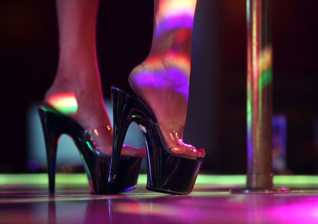 Slutty girls strip dancing — img 6