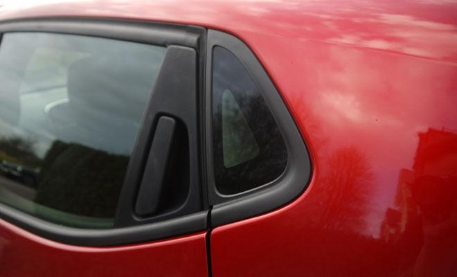 Renault Clio Eco rear quarterlight