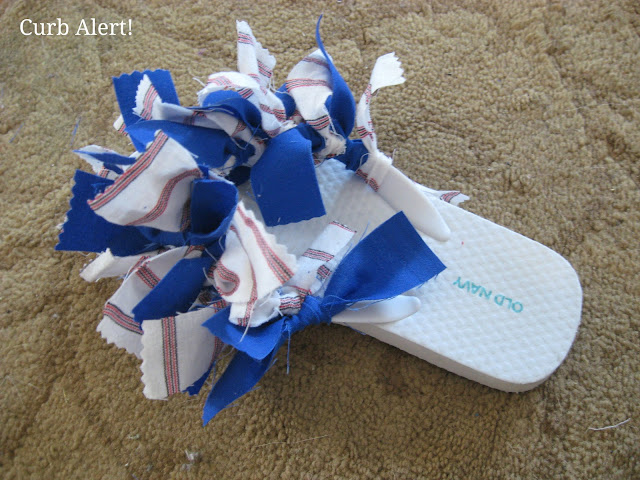 Curb Alert! Blog:  Patriotic Flip Flops {out of Fabric Scraps}