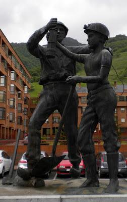 Monumento al minero jubilado de Félix Magdalena