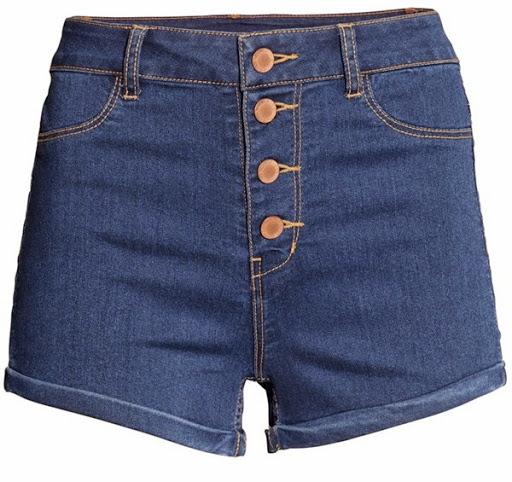 Model celana pendek denim dari H&M ($15)
