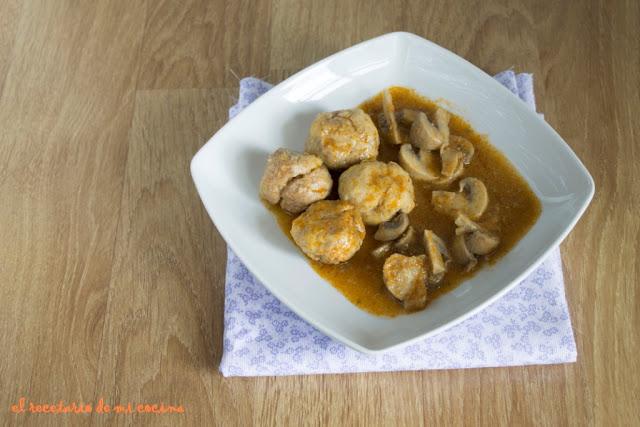 albóndigas con salsa de champis