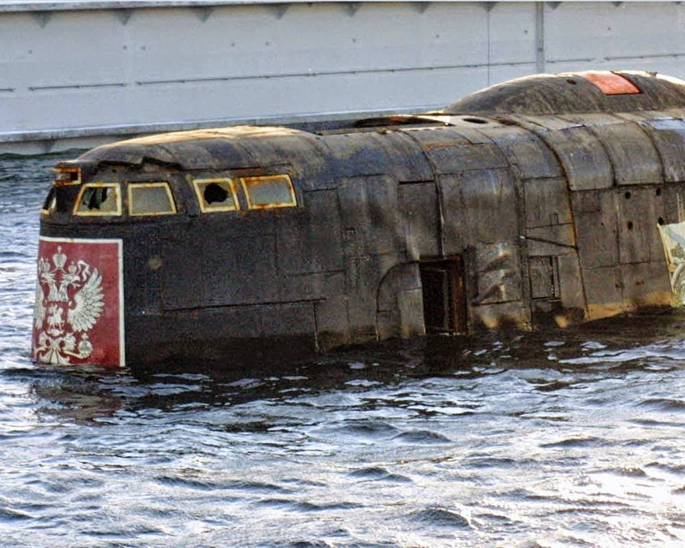 когда затонула подводная лодка курск в каком году