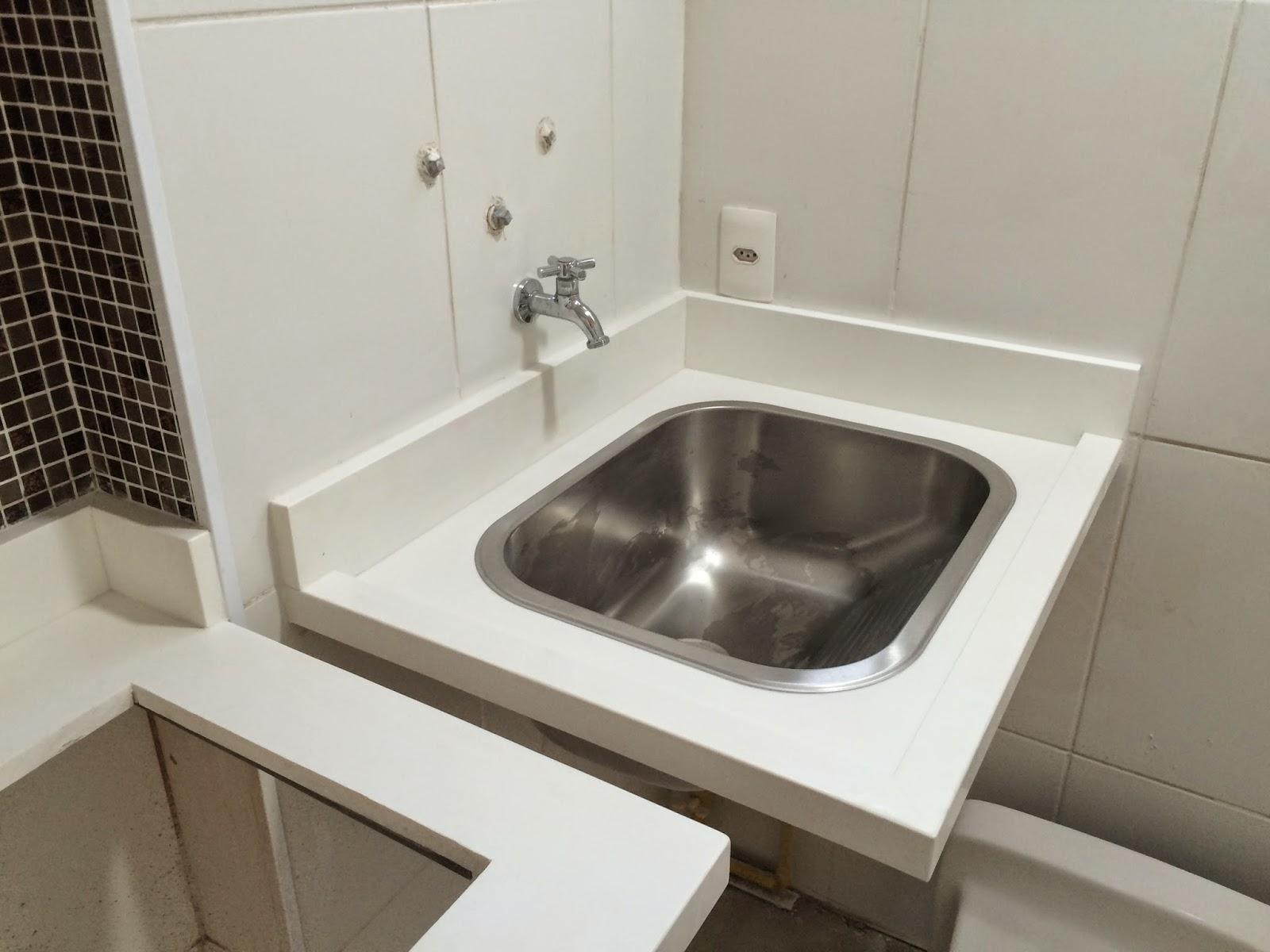 Apê 114: Bancada da Cozinha e Área de Serviço em Quartzo Branco #393028 1600 1200