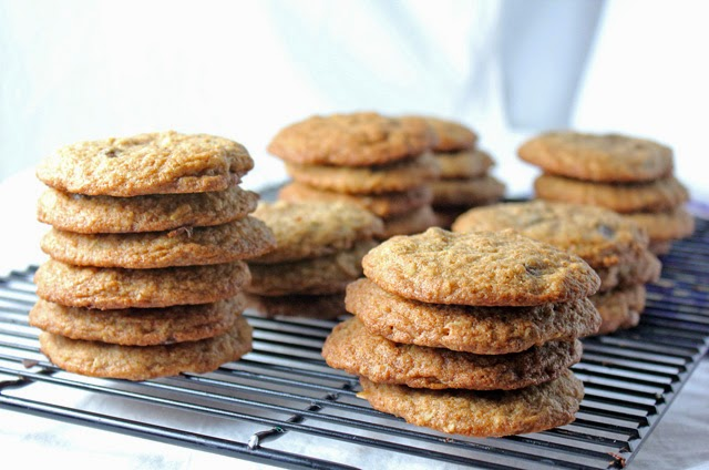 Want to secretly make your cookies a little healthier? Try these whole wheat oatmeal chocolate chip cookies | Recipe by chelsa-bea.com #MyPicknSave #shop