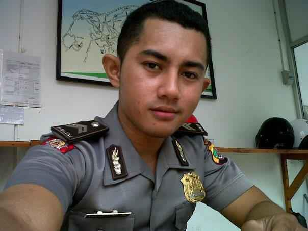 Foto Polisi Ganteng