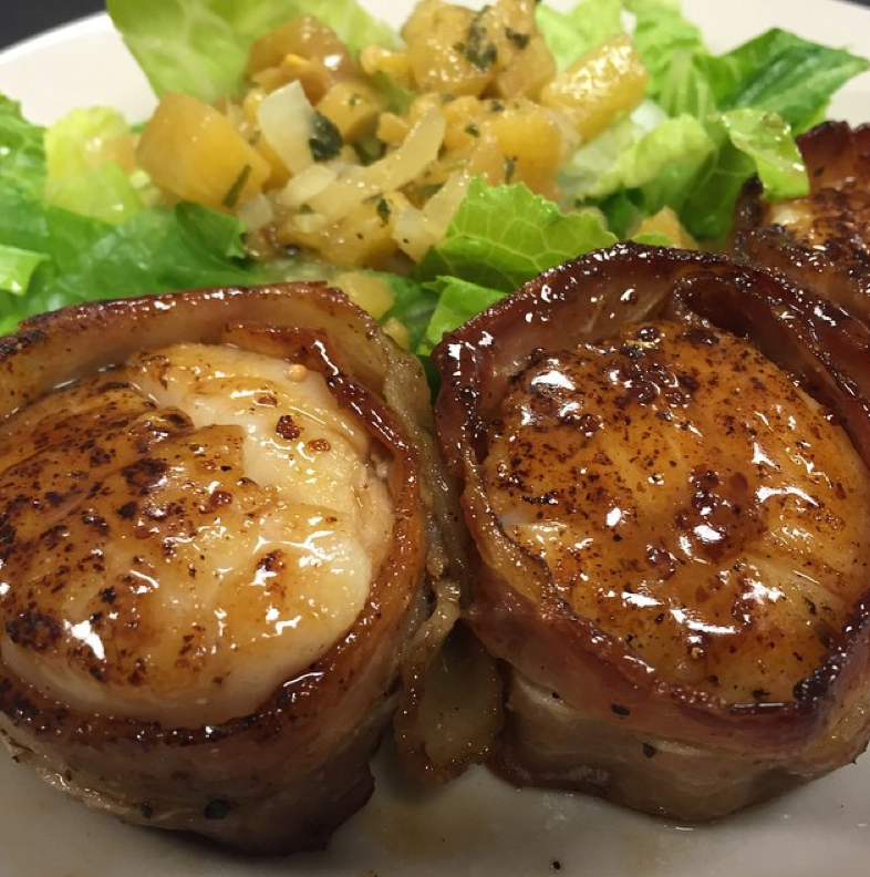 Shuckers-oyster-bar-bacon-wrapped-scallops