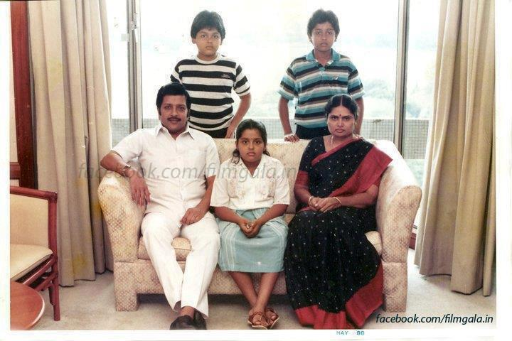 Actor Sivakumar Family Photos http://sreeforyou.blogspot.com/2012/05/actors-surya-karthi-and-sivakumar-old.html