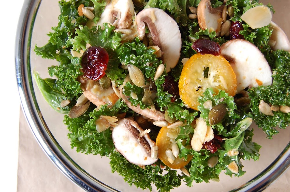 recette de salade de Kale avec kumquats, cranberries, champignons de Paris