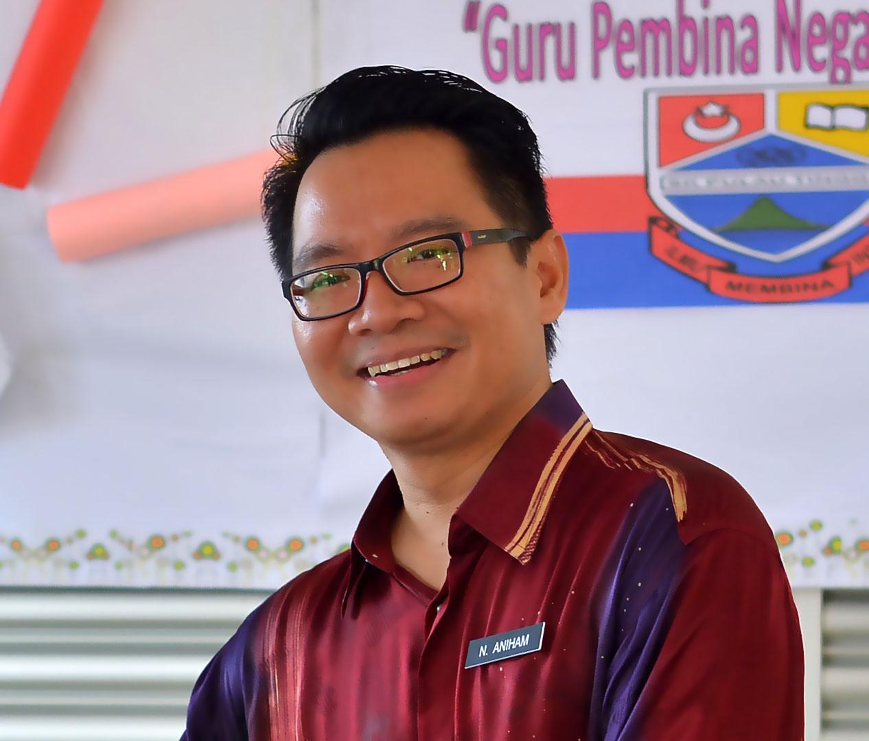 Guru Besar SK Pulau Tinggi