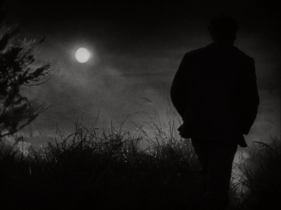 Imagen: Fotograma de Amanecer (Sunrise) que muestra la figura ensombrecida de un hombre en una noche de luna llena
