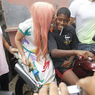 Lady Gaga dá 200 ingressos VIPs a moradores do Cantagalo