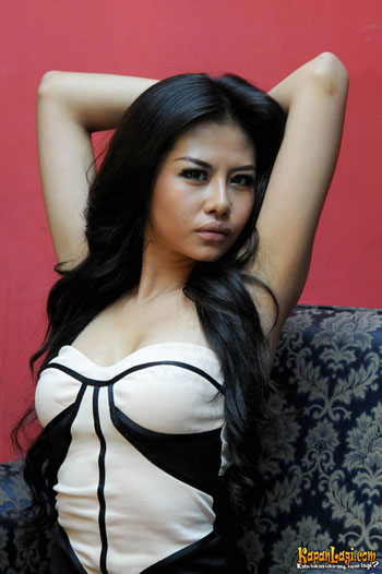 Foto gambar seksi hot panas Ria Winata terbaru.