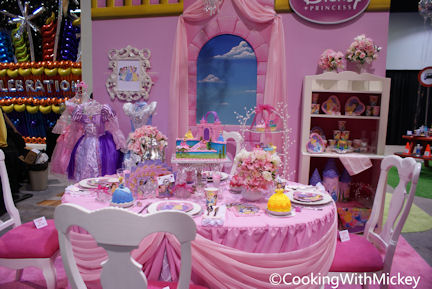 cooking with mickey disney princess birthday party idea from cakes com