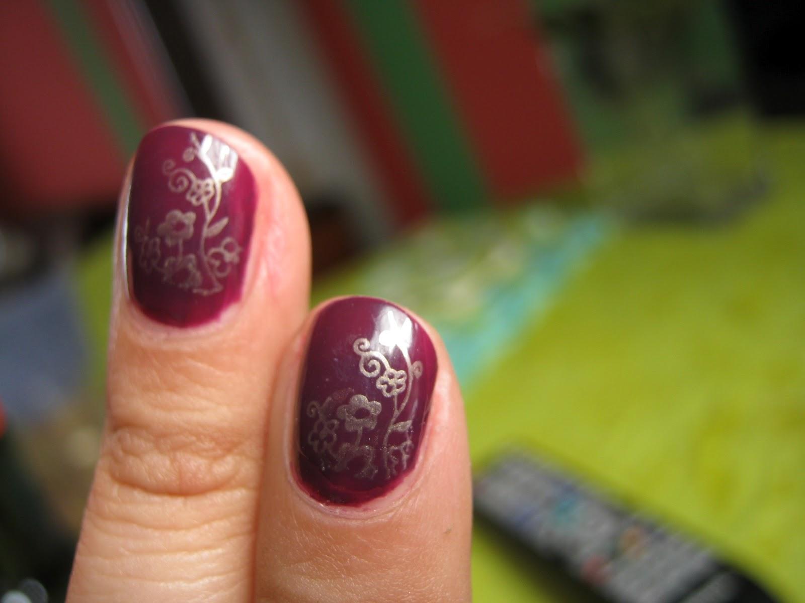 Coloreando mis Uñas: Uñas de la semana: Estampado dorado
