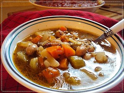 حساء خضار بأعشاب في غاية الروعة و القيمة الغذائية المتميزة