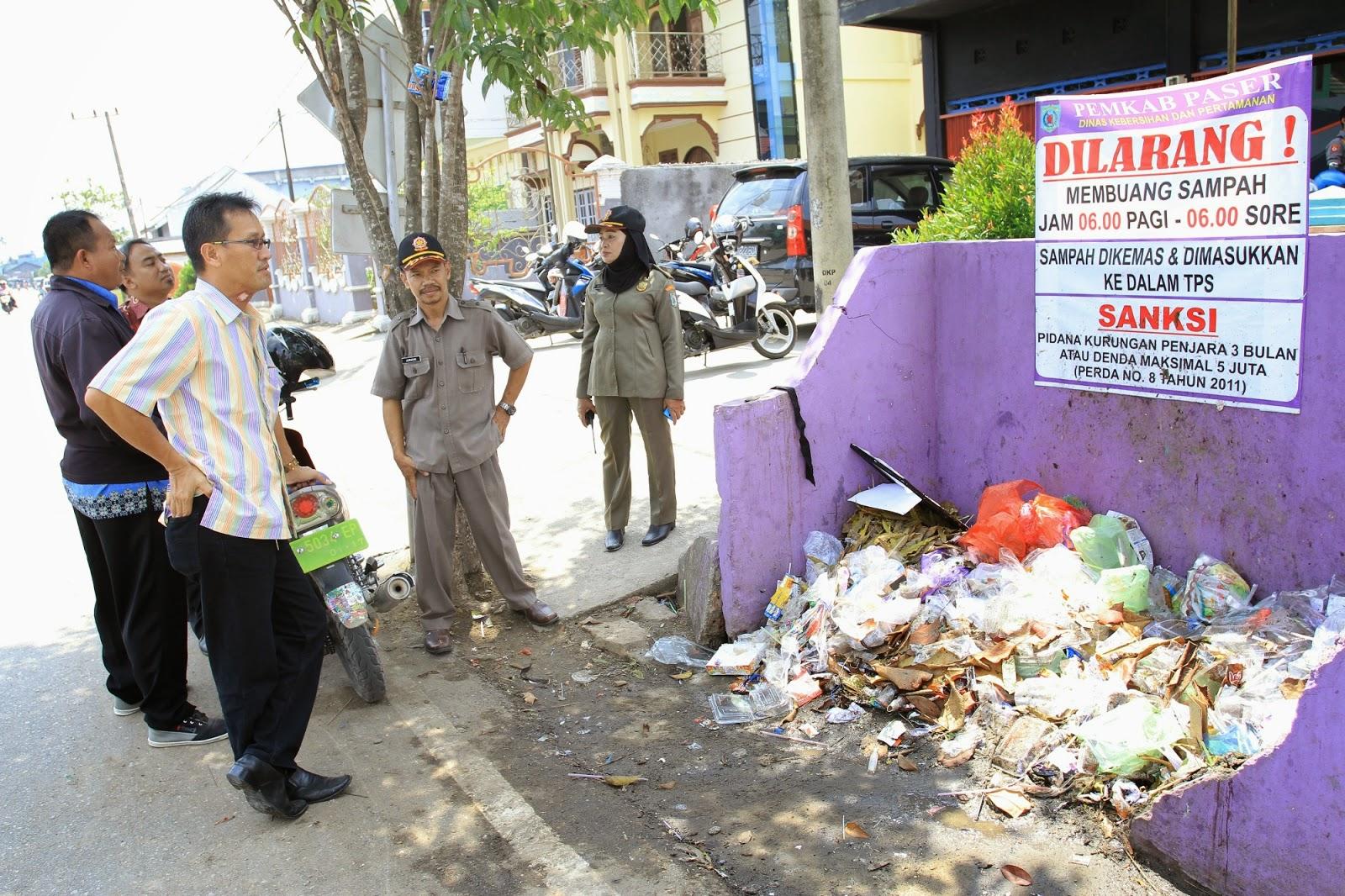 Pemkab Paser sudah memasang sejumlah papan pengumuman larangan membuang sampah di sembarang tempat berdasarkan Perda No. 8/ 2011 dengan denda Rp 50 juta.