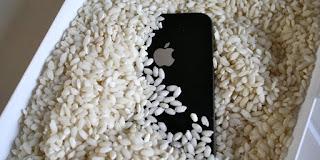 rendam smartphone dalam beras