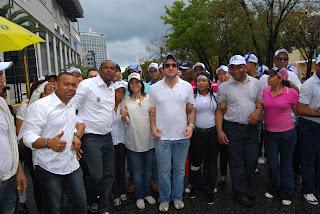 Jóvenes del PRD desafían la lluvia y desarrollan multitudinaria caravana