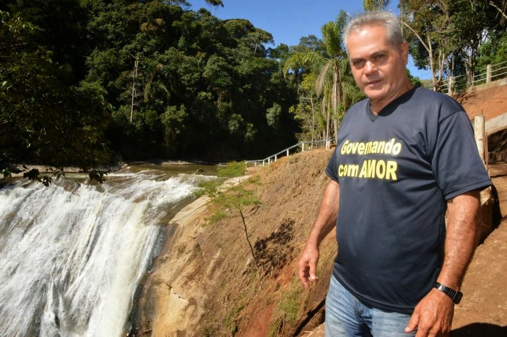 Há quatro dias, homens da Secretaria de Serviços Públicos, comandados pelo subsecretário Tião Correa, trabalham na Cascata do Imbuí, realizando várias operações para deixar o atrativo em condições seguras de visitação