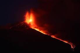 Fuerte erupcion del volcán Etna, en Sicilia, 29 de Abril 2013