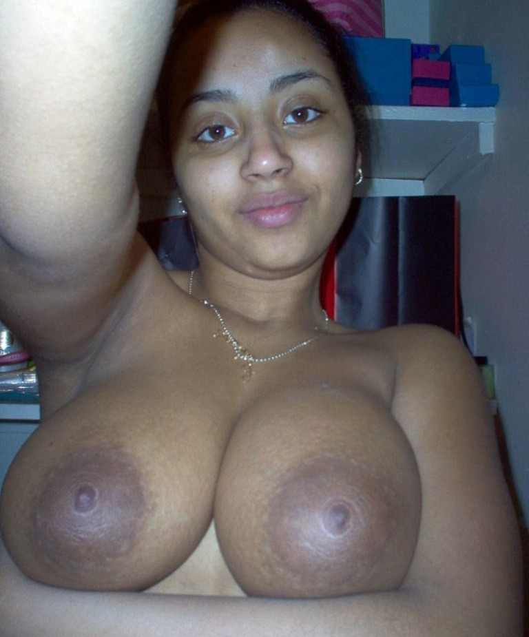 girls with big breasts naked selfies