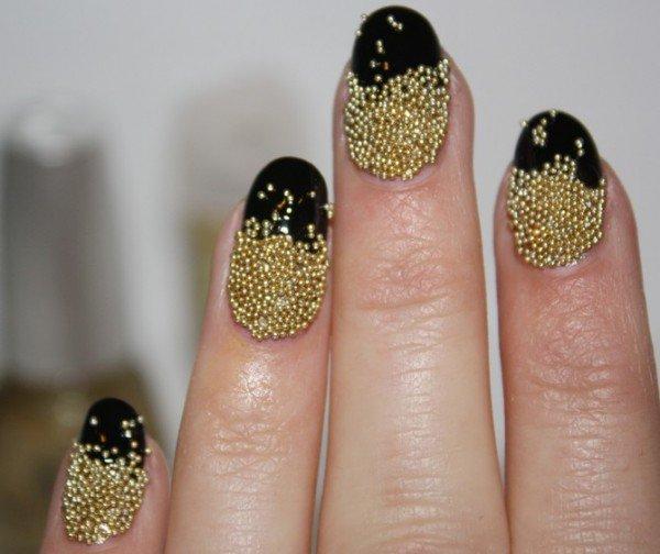 Bellas uñas decoradas con cuencas | Tendencias en uñas decoradas