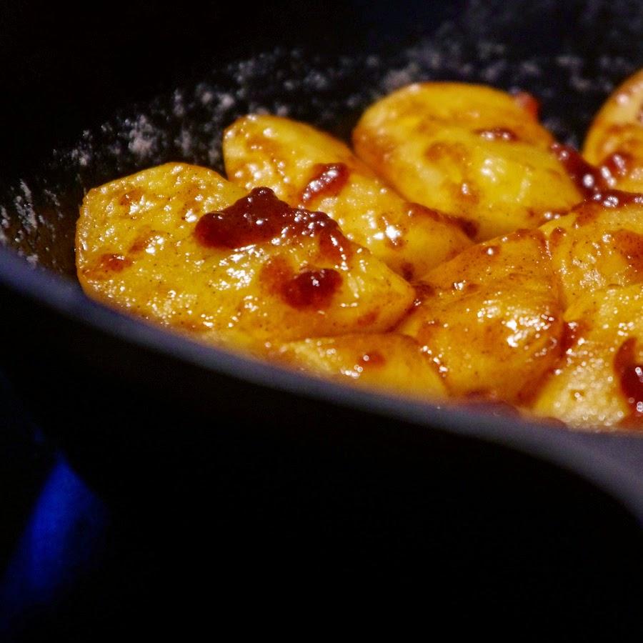 Яблочный пирог-перевёртыш со свежей ириской!
