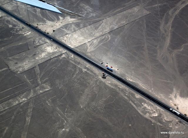 Панамериканское шоссе проходит через рисунки Наска Фото