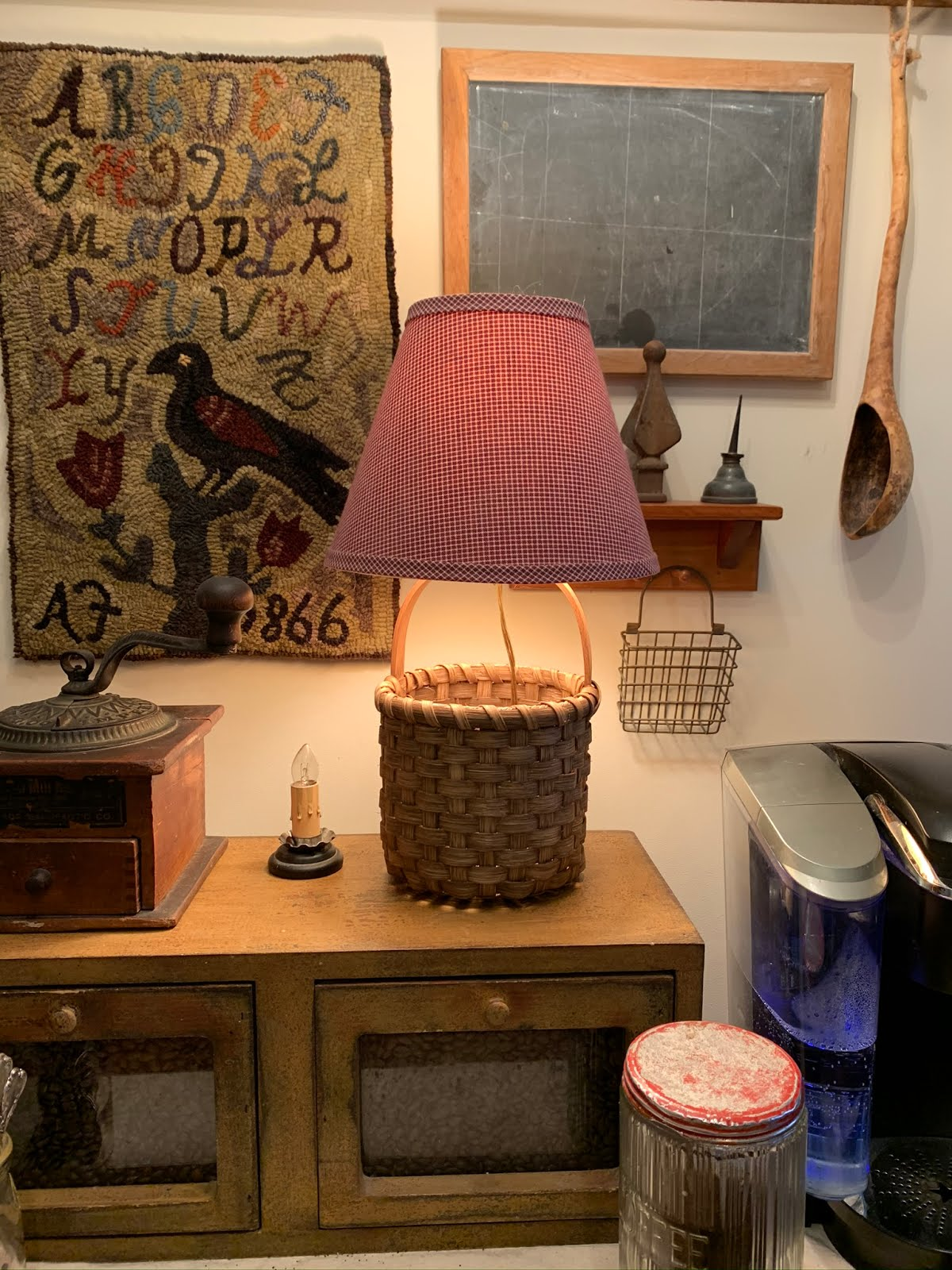 Accent lamp basket with shade